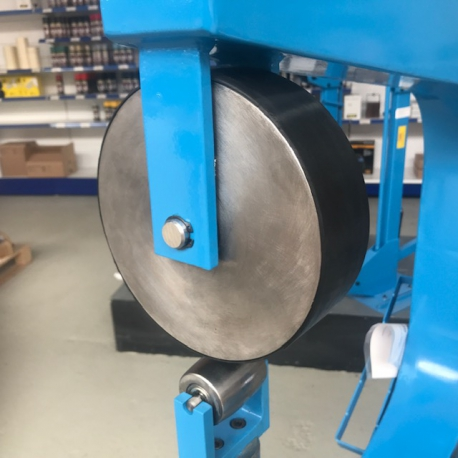 Engels Wiel vormband / rubber band - English wheel forming band